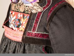 Folk Costume, Costumes, Bridal Crown, Antique Photos, Traditional Dresses, Norway, Museum, Manga, Sewing