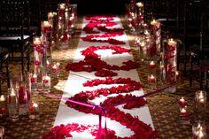 Wedding aisle runner: best ideas and inspirations - elasdres Rose Wedding, Purple Wedding, Wedding Flowers, Dream Wedding, Church Wedding Decorations, Ceremony Decorations, Wedding Church, Wedding Ceremony, Aisle Runner Wedding