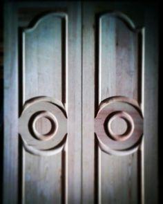 Diseño especial realizado para una puerta granero corredera doble. www.carpinteriabacigalupe.com