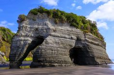 Elephant Rock - Three Sisters Beach - North of New Plymouth, New Zealand