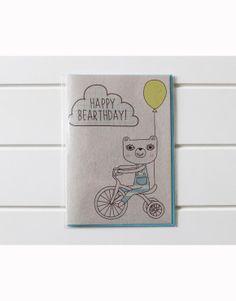 """HAPPY BEARTHDAY POSTCARD JULIA STAITE ANSICHTKAARTEN Vrolijke ansichtkaart met illustratie uit de """"happy bear"""" collectie."""