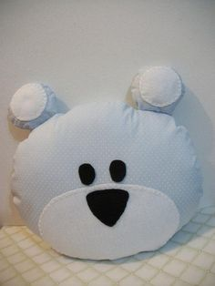 http://www.elo7.com.br/almofadas/dp/3A434  Tecido 100% algodão Detalhes em feltro Enchimento siliconizado e anti-alérgico. R$35,00