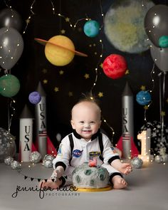 """Cosmic"" is out of this world! the perfect setting for aspiring astronauts to explore the unknown! we have a feeling neil armstrong would be a huge fan! Boys First Birthday Party Ideas, Baby Boy 1st Birthday, Boy Birthday Parties, Birthday Themes For Boys, Space Baby Shower, Festa Hot Wheels, Astronaut Party, Festa Toy Story, Birthday Pictures"