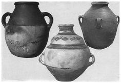 Grandes jarres pour le transport de l'eau ; différents types de Petite Kabylie, Algérie orientale (photo G. Camps). Morel, Transport, North Africa, Photos, African, Restaurant, Culture, Traditional, Ceramic Pottery