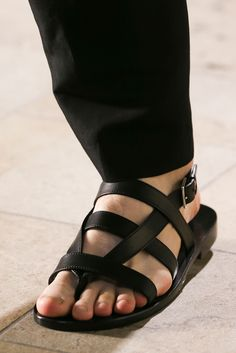 Hermès Spring 2015 Menswear Fashion Show Sock Shoes, Men's Shoes, Shoe Boots, Male Fashion Trends, Mens Fashion Shoes, Leather Sandals, Men Sandals, Leather Men, Me Too Shoes