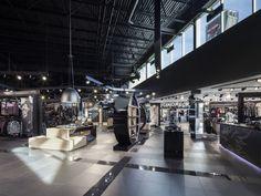 Harley Davidson Premont, Quebec Interiors by Optima Design photo © Stéphane Groleau