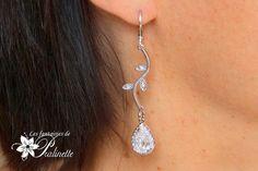 Longues boucles d'oreilles mariage feuilles et gouttes. Bridal cz leaf earrings.