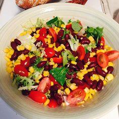 Miam miam salade de maïs et haricots rouges... #bonduelle #salad #fraicheur #maïs #corn #homemade #recipe #photo #instagood #instfood #instagram #receita #salade #jantar #paris by anabelcott http://ift.tt/1XCTKfK
