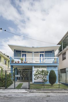 This house is So Cool!  The article's interesting, too.  The Strikingly Well-Preserved Modernist Homes of Pre-Revolutionary Cuba | Atlas Obscura
