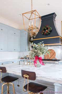 Inside Our Vintage Modern Style Holiday Kitchen. Sharing a peek inside our powder blue and white marble kitchen all decked out for Christmas! Vintage Modern, Traditional Modern Kitchens, White Marble Kitchen, Modern Kitchen Interiors, Grey Kitchens, Grey Cabinets, Calcutta Gold, Christmas Kitchen, Blue Christmas