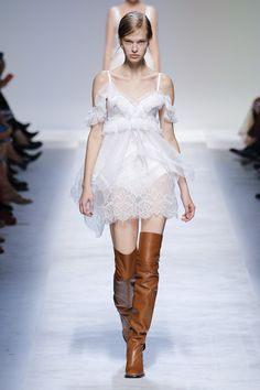 Ermanno Scervino Spring 2019 Ready-to-Wear Fashion Show Collection  See the  complete 0a0703cbda8