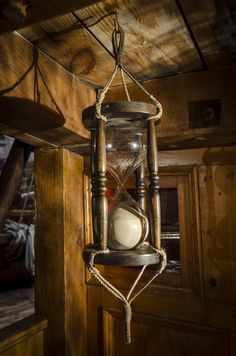 A Rustic Hourglass-- I could see this hanging in my home somewhere.