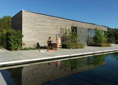 Onze moderne poolhouses zijn meer dan een praktische aanvulling die bij uw zwembad of tuin hoort. Wij overleggen met u welk ontwerp het beste voor een strakke, minimalistische look zorgt.