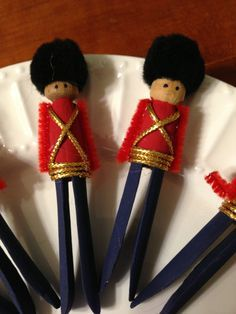Wooden clothespin soldiers.   Pinned from PinTo for iPad 