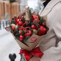 Gift idea for a host Merry Christmas Friends, Christmas Love, Christmas Wreaths, Christmas Gifts, Christmas Decorations, Holiday, Food Bouquet, Gift Bouquet, Candy Bouquet