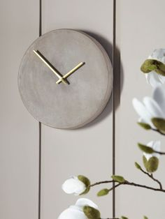 Simple and beautiful, our concrete clock is the perfect tribute to the scandi trend without even a hint of harshness. Soft grey in colour with a concrete finish, it is numberless with elegant brass hands and a perfectly smooth circular face.