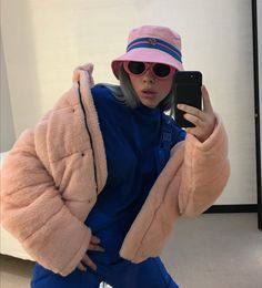 billie eilish please help my crush was playing w my hair and touching my legs and arms etc etc BUT he has a gf please help i am in love」 Billie Eilish, Kylie Jenner, Look Girl, How To Pose, Look Fashion, Justin Bieber, My Idol, Snapchat, Beautiful People
