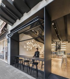 Celebrating coffee's intangible pleasures, Alberto Caiola translates coffee's aromatic vapors into a sculptural ceiling that is the centrepiece for this café in Shanghai. Gently sloping away from the counter, the striking installation becomes at Cafe Shop, Cafe Bar, Deco Cafe, Deco Restaurant, Modern Restaurant, Small Cafe Design, Shop Front Design, Shop Facade, Coffee Shop Design