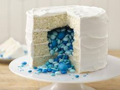 Pinata cake design- could be a cake for a gender reveal baby shower. Blue for boy pink for girl. M&ms Cake, Cupcake Cakes, Oreo Cake, Fun Cakes, Cake Pop, Bolo Pinata, Gateau Baby Shower Garcon, Surprise Inside Cake, Surprise Surprise
