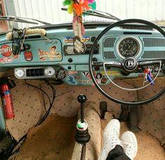 Twine detail, lei, stickers and paint on dashboard Combi Vw T2, Wolkswagen Van, Golf Mk1, Volkswagen Bus, Volkswagen Beetle Interior, Vw Classic, Car Interior Decor, Vw Vintage, Transporter