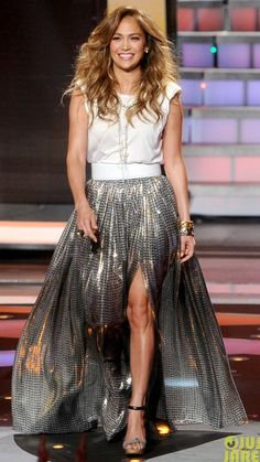 ♥ Pinterest: DEBORAHPRAHA ♥ Jennifer Lopez wearing a silver skirt at American Idol, one of her best outfits!