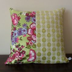 Housse de coussin fleurs et cercles, vert d' eau, prune et mauve