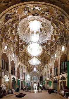 Le grand bazar de la capitale du prince de Perse. https://turandoscope.wordpress.com/2016/09/03/16-la-caravane-du-prince-de-perse/