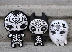 little black and white skeletal dia de los muertos figures