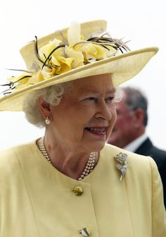 Queen Elizabeth II Photo - Queen Elizabeth II at the Investec Derby  Festival Principe Filippo cb9d1bf3b561