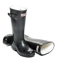 Children's Hunter Boots in Black - Boys & Girls sizes UK EU Reflective safety patch on heel and rear top. Hunter Wellington Boots, Girls Sizes, Wellies Boots, Hunter Original, Black Boys, Hunter Boots, Passion For Fashion, Rubber Rain Boots, Boy Or Girl