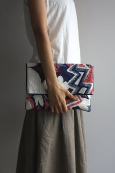 Needlepoint clutch / explosion