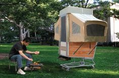 Artist transforms shopping cart into mobile home for post-apocalyptic living. Follow us for more daily updates at www.pinterest.com/pilkingtonglass | Tags: #MobileHome #Caravan