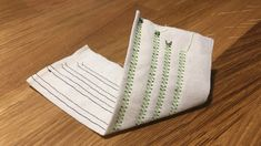 Kaksoisneulan langoitus – näin onnistut – Ompelublogi Sewing Hacks, Sewing Tips, Textile Art, Textiles, Quilts, Pattern, Crafts, Handicraft Ideas, Sewing Machines