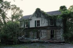 . Abandoned Houses, Old Houses, Dark Paradise, Dark Places, Wildlife, Cabin, Architecture, House Styles, World