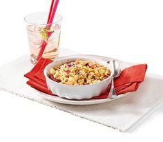 Crumble beschreibt ein Dessert, bei dem Früchte mit Streuseln überbacken werden – mit den Alpen-Blüten ein besonderer Genuss. Dessert, Cereal, Breakfast, Recipes, Food, Sprinkles, Chef Recipes, Food Food, Cooking