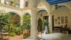 El Santa Isabel, un hotel de dimensiones y elegancia palaciega, disfruta de la que es quizás la mejor ubicación de todos los hoteles del área: se encuentra frente a la encantadora Plaza de Armas (una plaza adoquinada, rodeada por edificios de la época colonial, museos y restaurantes). #hotel #habana #cuba