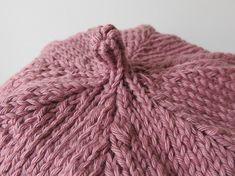 Trio de bonnets – All Mad(e) Here – Blog de loisirs créatifs & culturels: DIY, tricot,déco Baby Bonnets, Beanie Hats, Beanies, Beret, Knitted Hats, Knitting Patterns, Winter Hats, Couture, Pulls