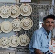 Sombreros en el desfile de las Mil Polleras.