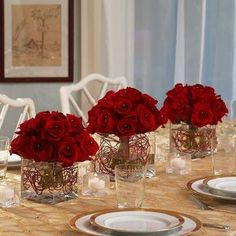 Christmas centerpieces ideas fresh flowers red roses centerpieces festive table setting
