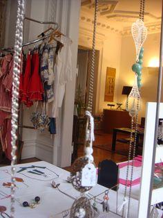 Sélection printemps-été en 2010 à L'appartement. Trois jours de vente dans un bel appartement art nouveau, avec de nouvelles créatrices de mode et d'accessoires, sélectionnées par Hic & Nunc Store. Pour être informé des prochaines dates, rejoignez la page FB : https://www.facebook.com/hicetnuncstore.page