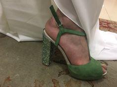 En #innovias recomendamos siempre preparar los zapatos de novia para su uso el día de la boda. Aunque sean tan cómodos como estos verdes de una de nuestras novias #innovias Wedges, Shoes, Fashion, Bride Shoes, Daytime Wedding, Brides, Moda, Zapatos, Shoes Outlet