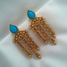 #pintrest@Dixna deol India Jewelry, Gold Jewelry, Jewelery, Small Earrings, Gold Earrings, Antique Earrings, Antique Jewelry, Western Earrings, Pakistani Jewelry