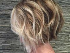 Good-Looking Wavy Short Hairstyles for Women