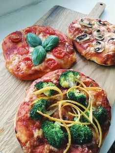 Mini pizzas on sourdough with different toppings as tomatoes, mushrooms & broccoli