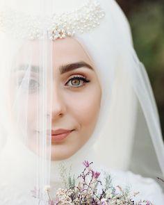 207 Likes, 3 Kommentare - ZSena Sönmez Photos ( on I . Hijabi Wedding, Wedding Hijab Styles, Casual Wedding Attire, Muslimah Wedding Dress, Muslim Wedding Dresses, Muslim Brides, Princess Wedding Dresses, Looks Instagram, Bridal Hijab