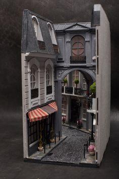 Vitrine Miniature, Miniature Rooms, Miniature Houses, Habbo Hotel, French Street, Paving Stones, Fairy Houses, Book Nooks, Dark Wood