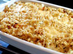 Een heerlijke variant op de bekende mac 'n cheese: macaroni ovenschotel met bloemkool, bacon en kaas