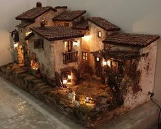 1 million+ Stunning Free Images to Use Anywhere Vitrine Miniature, Miniature Houses, Christmas Nativity Scene, Free To Use Images, Foam Crafts, Fairy Houses, Miniture Things, Dollhouse Miniatures, Christmas Decorations