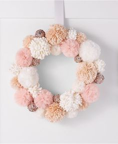 Easy Christmas crafts to make and sell for profit - Missmv.com Christmas Crafts To Make And Sell, Crafts To Sell, Diy And Crafts, Fabric Wreath, Diy Wreath, Wreaths, Diy Garland, Wreath Crafts, Simple Christmas