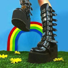 𝔱𝔯𝔞𝔤𝔦𝔠𝔱𝔢𝔢𝔫 Ellie Phimister, Edgy Girls, Aesthetic Photo, Ursula, Grunge Fashion, Peace And Love, Combat Boots, Me Too Shoes, Identity